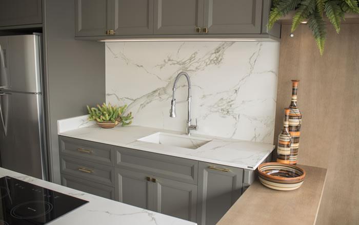 Mármore Carrara: ideias de como usá-lo na decoração