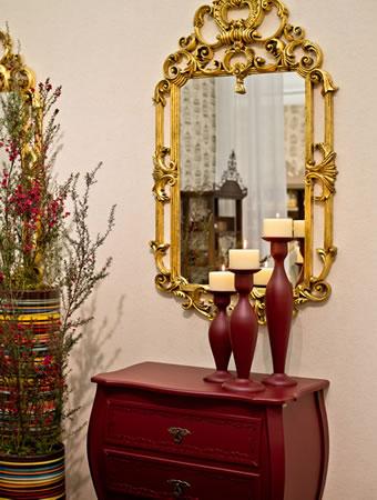 C�moda Romm� e Espelho Dourado