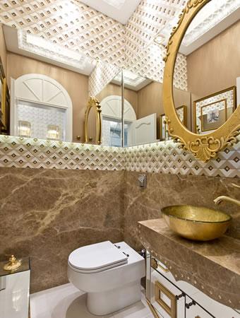Banheiro com Detalhes Dourados