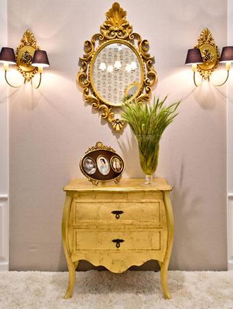 Criado e Espelho Dourados