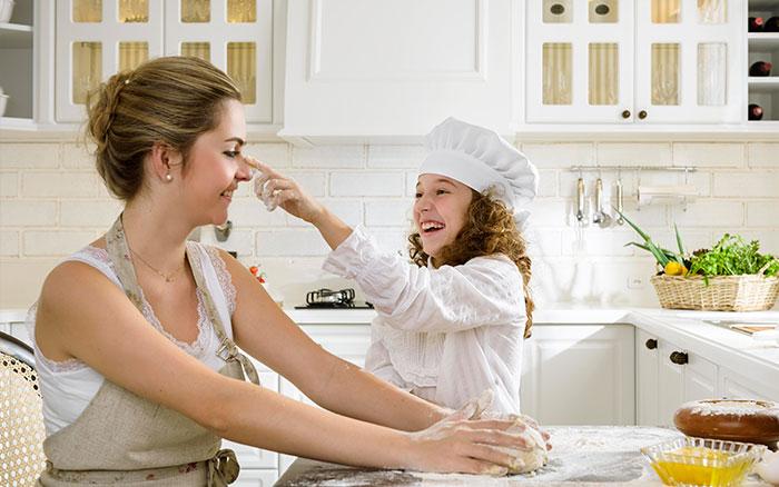 Na cozinha com criança
