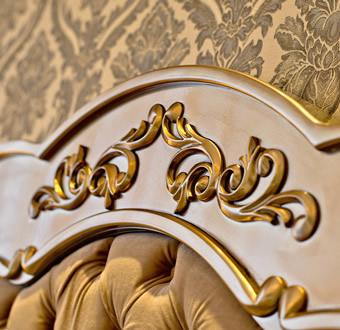 Detalhe entalhado dourado