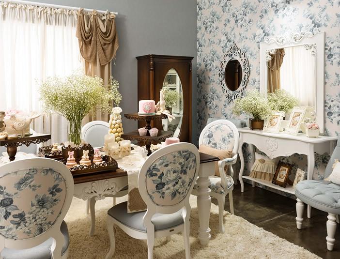 Sala de Jantar com Móveis Laqueados
