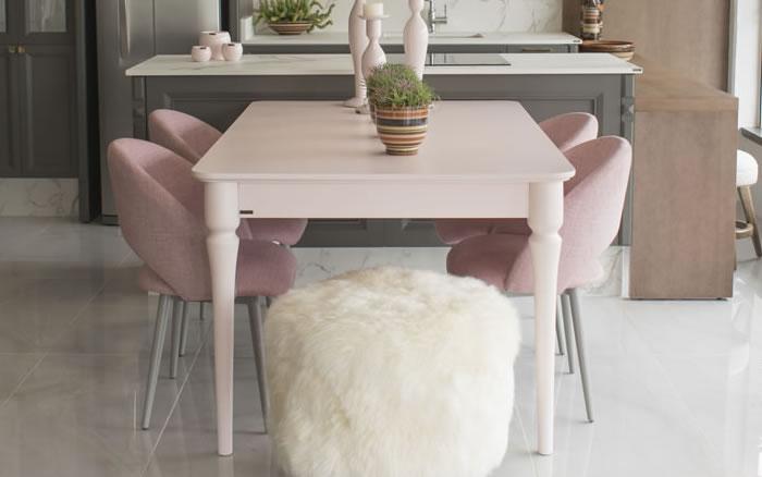 Sala de Jantar Rosa e Cinza