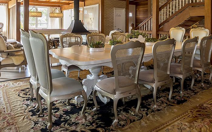 Jogo de cadeiras de jantar com palha no encosto