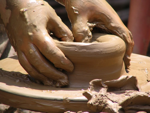 Moldar o Vaso de Cerâmica