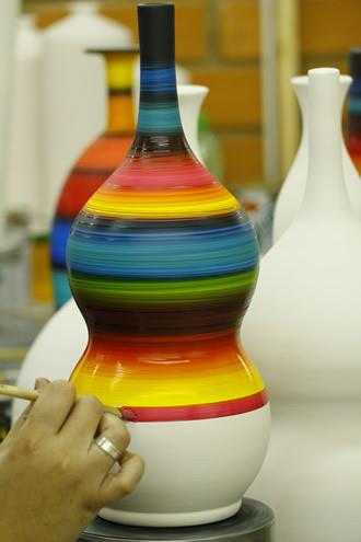 Pintura Manual de Torno de Cerâmica