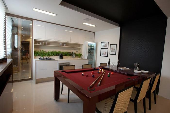 Mesa de Sinuca na Cozinha